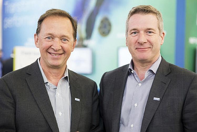 Germain Lamonde (à gauche sur la photo), fondateur et président exécutif d'Exfo et Philippe Morin, PDG d'Exfo depuis le 1er avril 2017