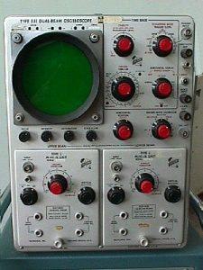 Oscilloscope analogique à tube cathodique modèle 551 de Tektronix