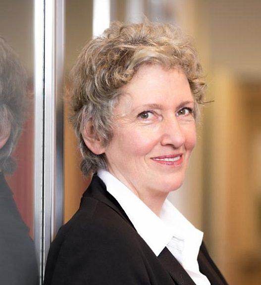 Gisela Hassler, PDG deSpectrum Instrumentation