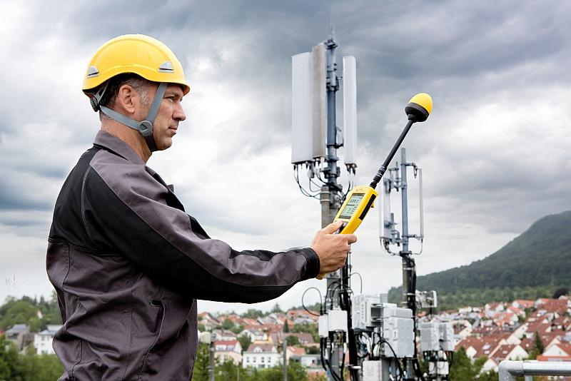 Mesureur de champs portable NBM-550 de Narda Safety Test Solutions