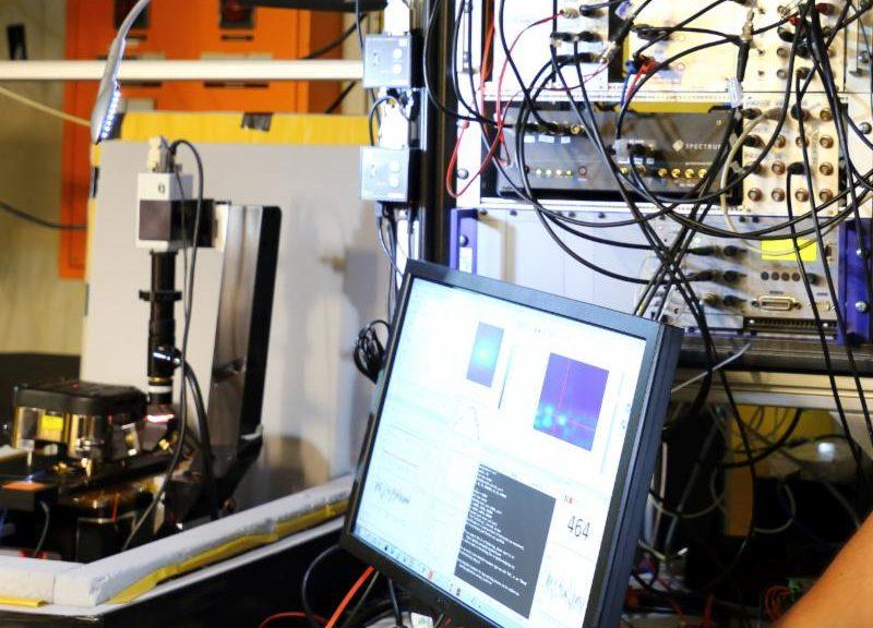 Utilisation d'un générateur arbitraire multi-voie de Spectrum par l'Université de Stuttgart