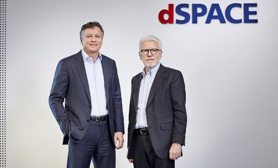 Le fondateur et PDG de dSpace Herbert Hanselmann (à droite) a passé la main à Martin Goetzeler
