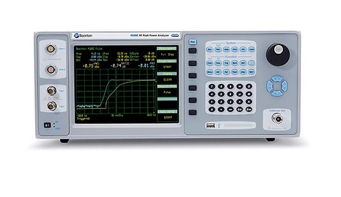 Analyseur de puissance crête 4500C de Boonton pour des mesures jusqu'à 40 GHz.