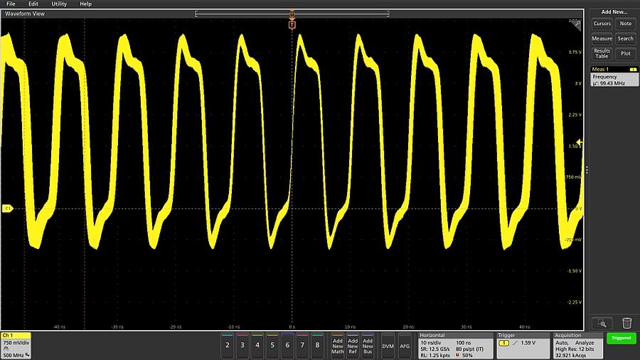 Affichage dans le domaine temporel de la période d'horloge à 98 MHz avec oscilloscope Tektronix.
