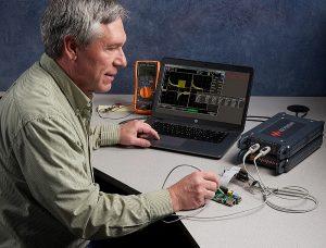 Les modules instruments contrôlés par USB de la gamme Keysight Streamline Series: analyseurs de réseaux vectoriels (VNA), oscilloscopes et générateur arbitraire (AWG).