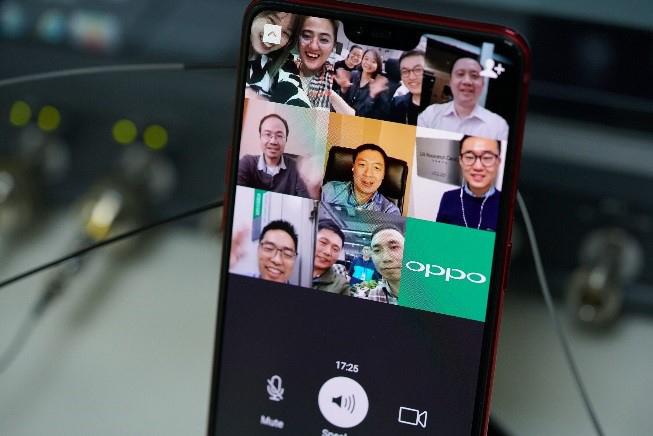 Communication Vidéo 5G avec un smartphone d'OPPO.