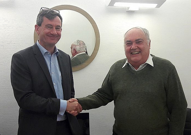 Olivier Crastre, président d'EMC, et Matthieu Cognet (à droite), président du groupe Emitech.