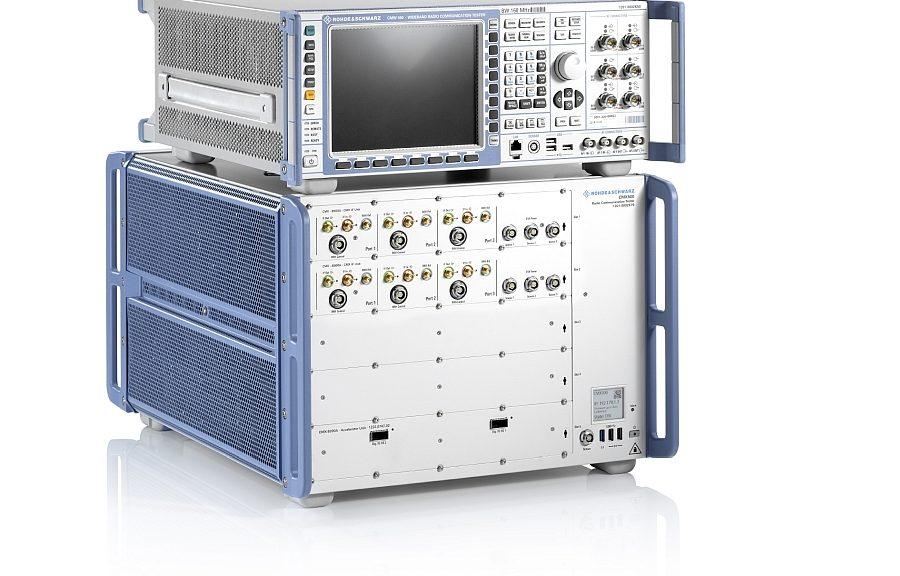 Testeurs de communications 5G R&S CMX500 et R&S CMW500 de Rohde & Schwarz.