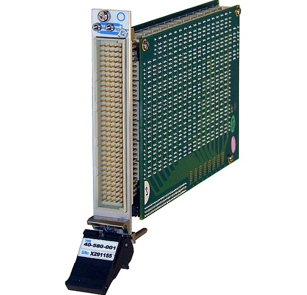 Matrices PXI de commutation 40-580 et 40-583 de Pickering Interfaces.