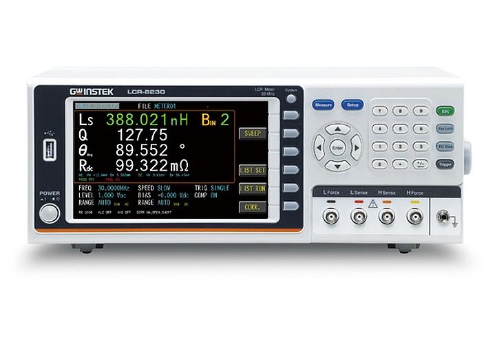 LCR mètre LCR-8200 de GW Instek pour la mesurede résistances, d'inductances et de capacités.
