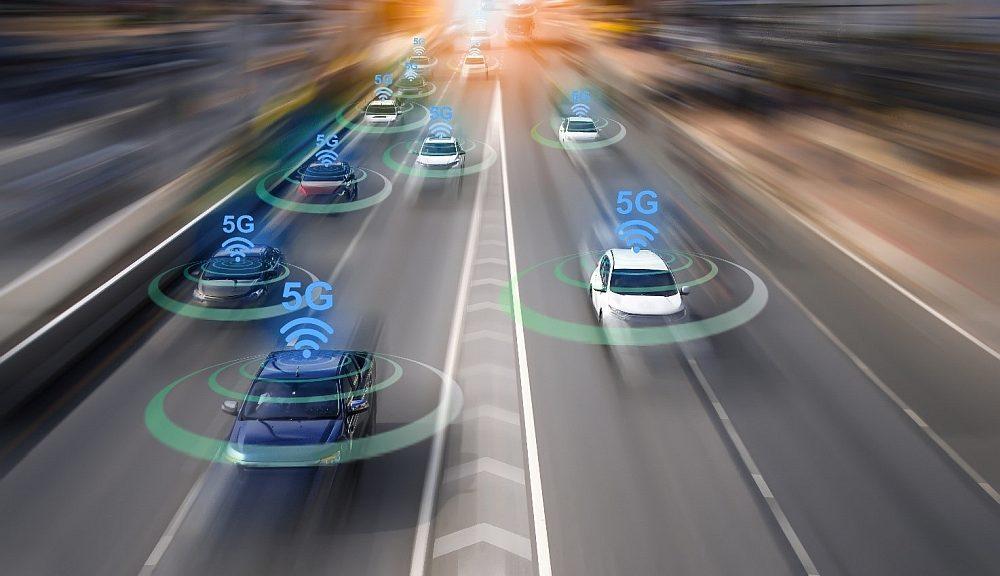 Solution de simulation de communications V2I (vehicle-to-infrastructure) au standard 5G proposée par dSpace et Anritsu.