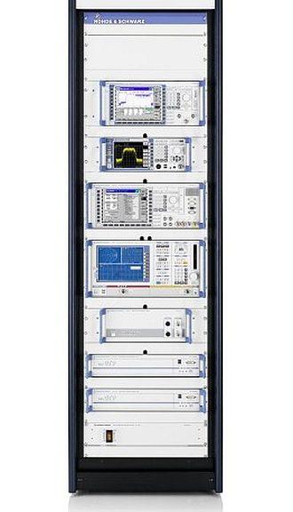 Système de test CEM TS8996 RSE de Rohde & Schwarz.
