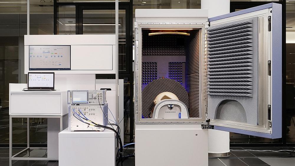Rohde & Schwarz ATS1800C chambre d'essai 5G NR mmWave.