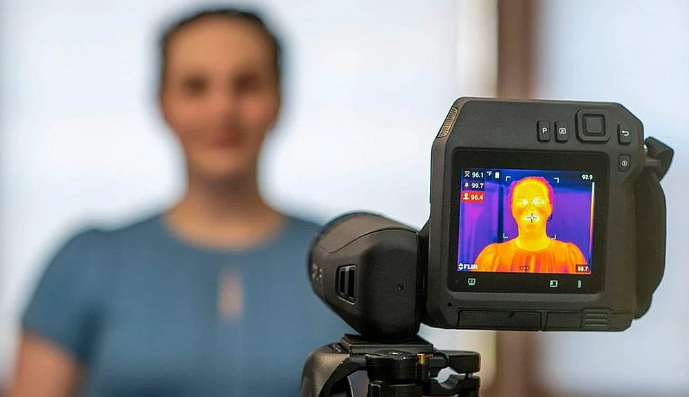 Thermogramme ou image infrarouge d'un visage pris avec caméra thermique de Flir.