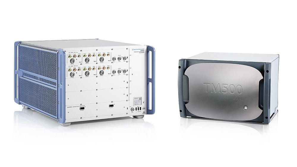 Testeur de communication radio R&S CMX500 de Rohde & Schwarz et testeur de réseau TM500 de Viavi.