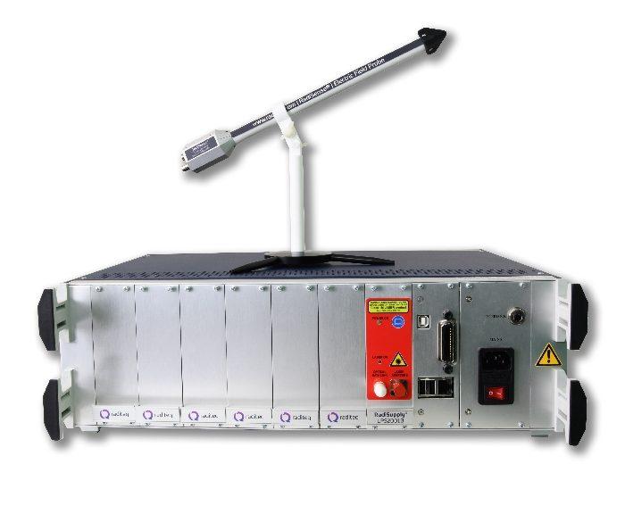 Sonde de mesure de champ électrique RadiSense 40 et système de test modulaire RadiCentre de Raditeq