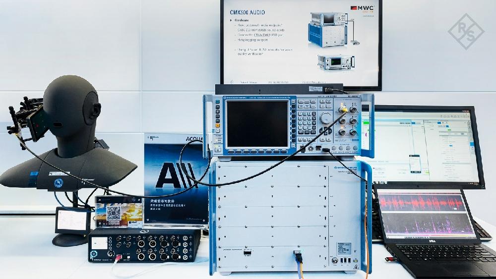 Solution de test des services vocaux 5G VoNR de Rohde & Schwarz et Head acoustics.